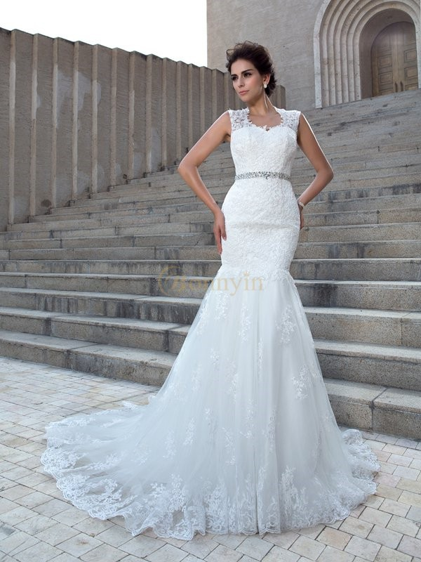 Ivory Lace V-neck Trumpet/Mermaid Chapel Train Wedding Dresses