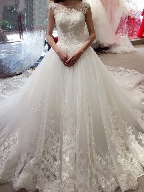 White Tulle Bateau Ball Gown Court Train Wedding Dresses